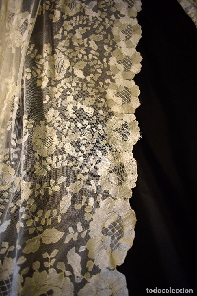 Antigüedades: Mantilla antigua bordada a mano idea velo novia o imagen - Foto 22 - 127487787