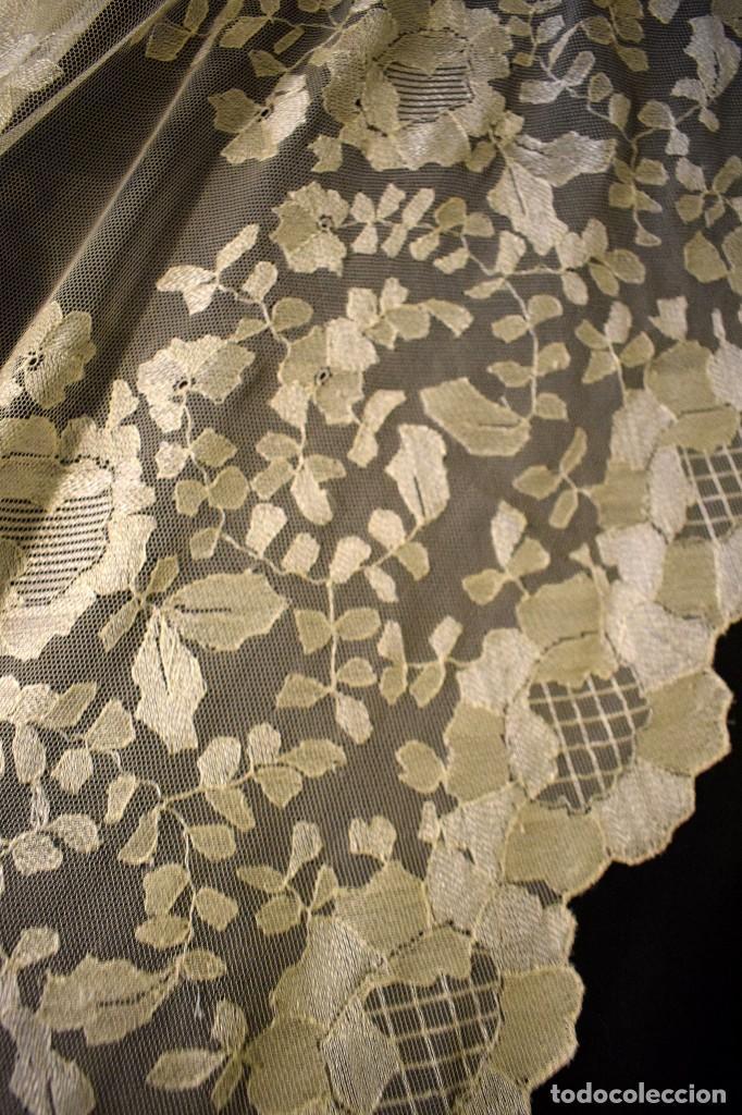Antigüedades: Mantilla antigua bordada a mano idea velo novia o imagen - Foto 23 - 127487787