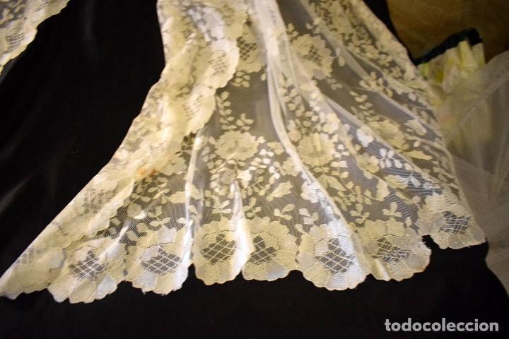 Antigüedades: Mantilla antigua bordada a mano idea velo novia o imagen - Foto 24 - 127487787