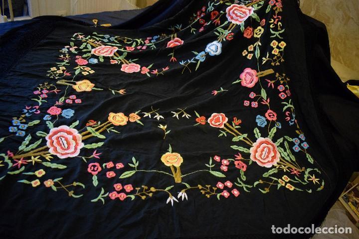 Antigüedades: Manton bordado con interesante y original distribución. Ideal manton regional baturra o regional - Foto 7 - 127498371