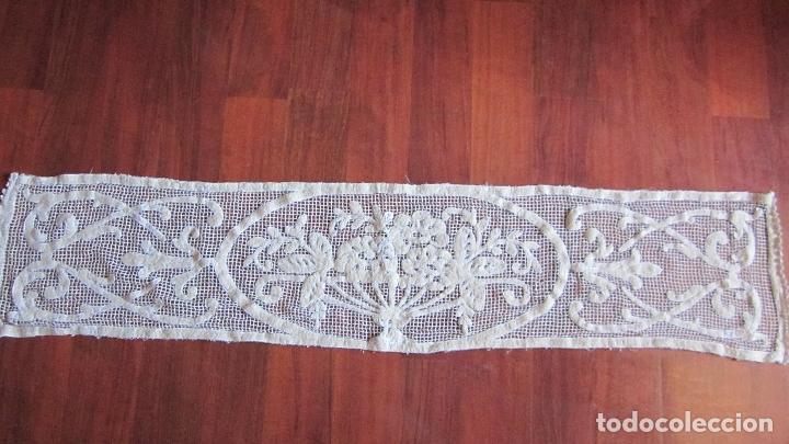 Antigüedades: Antiguo tapete de malla 29 x 128 cnts - Foto 3 - 50714925