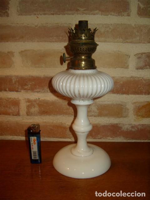 Antigüedades: ANTIGUO QUINQUE, LAMPARA DE OPALINA BLANCA, KOSMOS BRENNER. - Foto 2 - 127576595