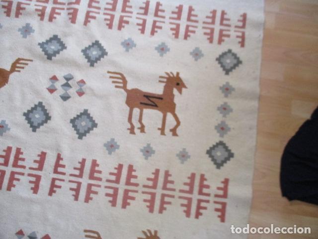 Antigüedades: Preciosa alfombra lana - tipo Kilim - 195 x 140 cm sin flecos - Foto 7 - 127601491