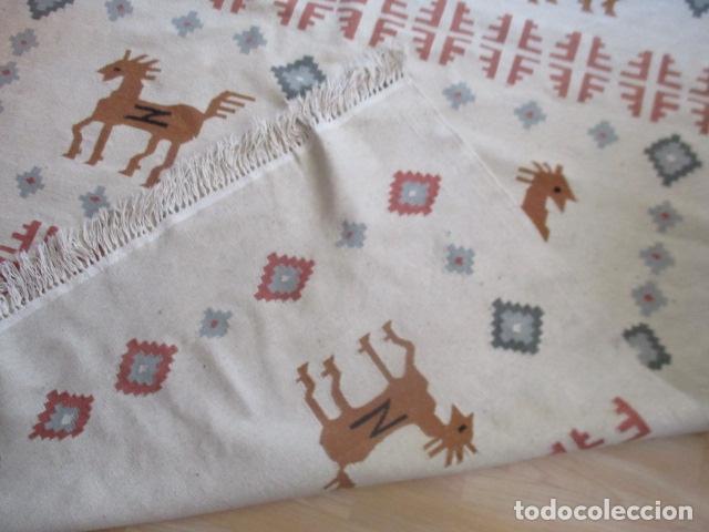 Antigüedades: Preciosa alfombra lana - tipo Kilim - 195 x 140 cm sin flecos - Foto 8 - 127601491