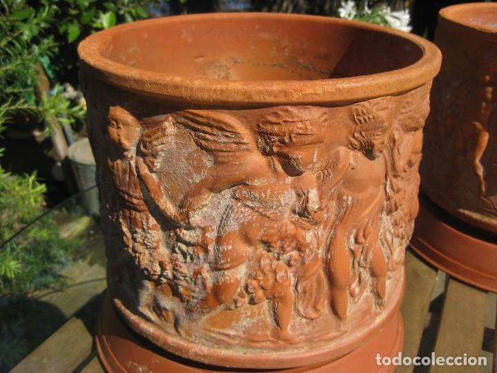 Antigüedades: Pareja de macetones de terracota estilo romántico con relieves barrocos de ángeles querubines - Foto 4 - 127663751