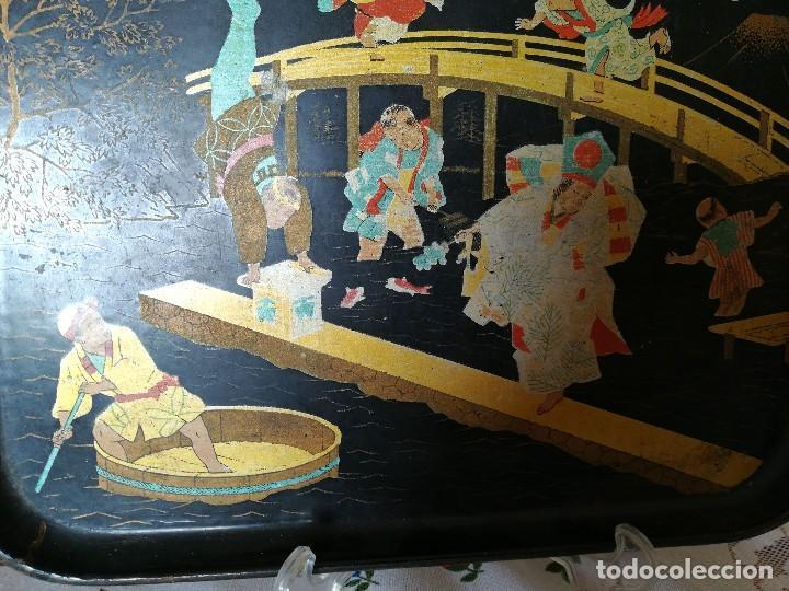 Antigüedades: INTERESANTE BANDEJA ORIENTAL. PAPEL MACHE. PAPIER. NIÑOS PESCANDO Y CORRIENDO. PERFECTA. S. XIX - Foto 3 - 127682103