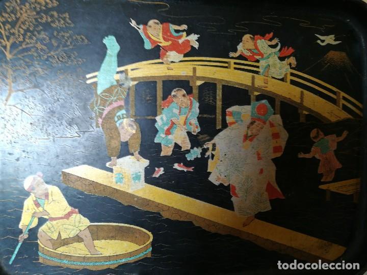 Antigüedades: INTERESANTE BANDEJA ORIENTAL. PAPEL MACHE. PAPIER. NIÑOS PESCANDO Y CORRIENDO. PERFECTA. S. XIX - Foto 4 - 127682103