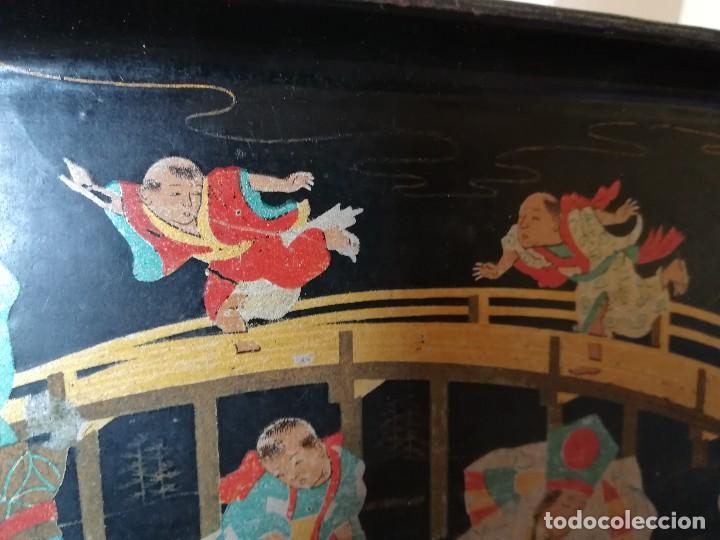 Antigüedades: INTERESANTE BANDEJA ORIENTAL. PAPEL MACHE. PAPIER. NIÑOS PESCANDO Y CORRIENDO. PERFECTA. S. XIX - Foto 8 - 127682103