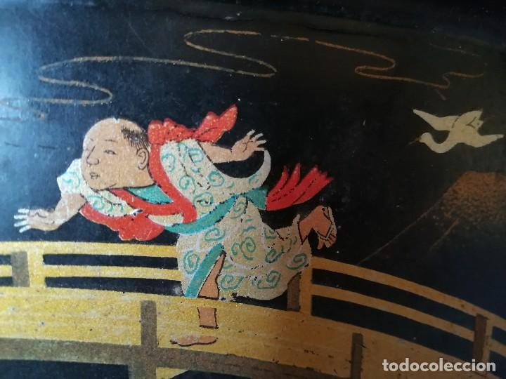 Antigüedades: INTERESANTE BANDEJA ORIENTAL. PAPEL MACHE. PAPIER. NIÑOS PESCANDO Y CORRIENDO. PERFECTA. S. XIX - Foto 9 - 127682103