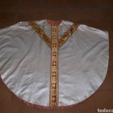 Antigüedades: CASULLA DD SEDA CON PASAMANERIA Y GALONES. BUEN ESTADO. Lote 127748428