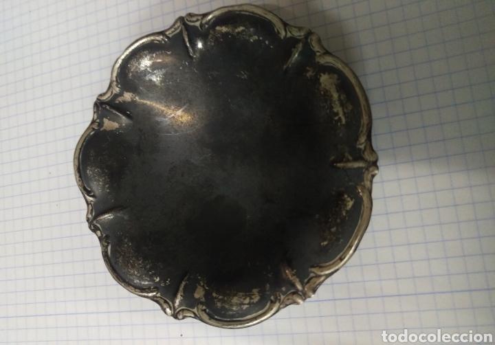 Antigüedades: Pequeña bandeja de plata peso 17 gramos - Foto 3 - 127761287
