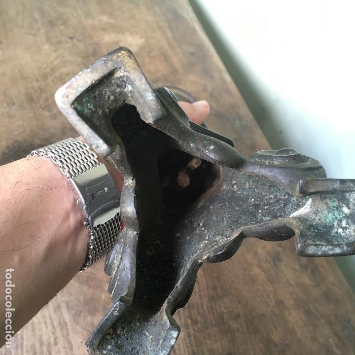 Antigüedades: Candelabro de bronce tipo hachero de 38cm - Foto 4 - 127776951