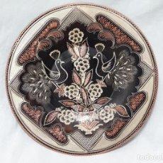 Antigüedades: PLATO DE COBRE CINCELADO Y PATINADO FLORES Y FAISÁN. Lote 127838571
