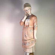 Antigüedades: FIGURA PORCELANA BISCUIT- MUJER ROSA- 42 CM. Lote 127851446
