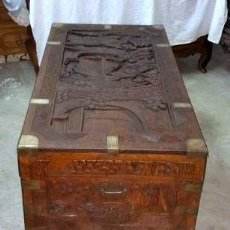 Antigüedades: UN COFRE DE ALCANFOR - CALIFICADO (TUNKEE - HONG KONG) CON TALLADO EN MADERA HUANGHUALI ORIENTAL. Lote 127865507