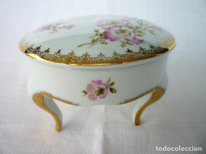 PRECIOSO JOYERO DE PORCELANA DE LIMOGES CON PATAS (Antigüedades - Porcelana y Cerámica - Francesa - Limoges)
