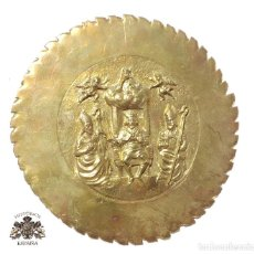 Antigüedades: CHAPA REPUJADA CON MOTIVO RELIGIOSO 13,5 CM DE DIÁMETRO. Lote 127883851