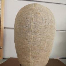 Antigüedades: ANTIGUO MANIQUI RELLENO DE SERRÍN AÑOS 20 CAJA ORIGINAL. Lote 127900790