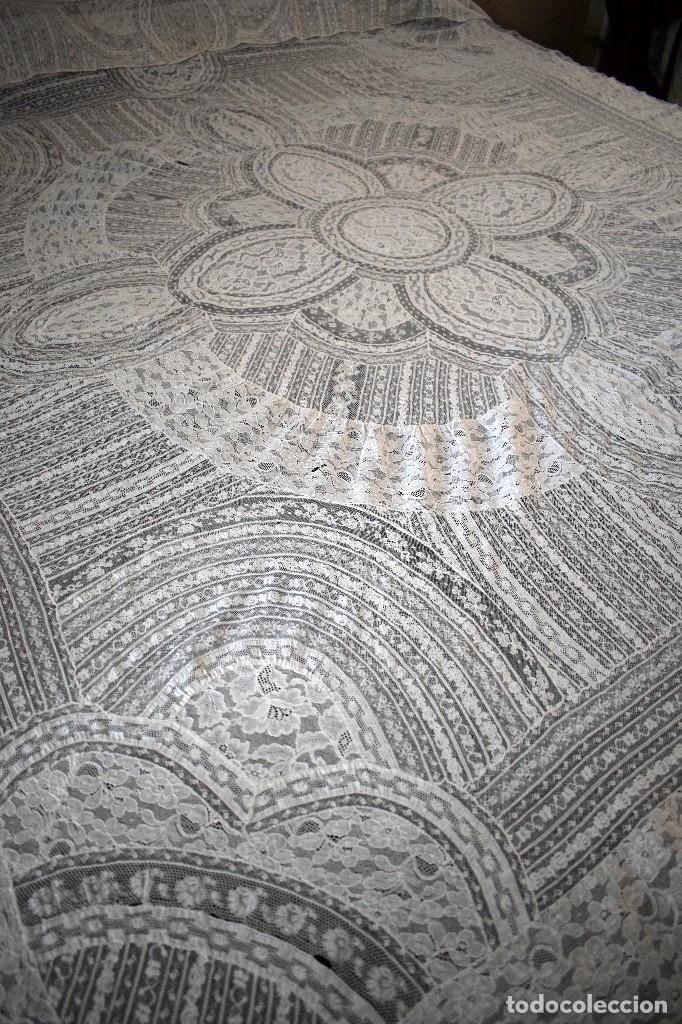 Antigüedades: Colcha antigua encaje valenciennes y alençon modernismo / art decó novia. compatible cama 150 - Foto 3 - 127933551