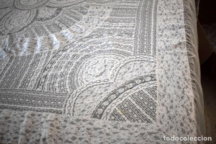 COLCHA ANTIGUA ENCAJE VALENCIENNES Y ALENÇON MODERNISMO / ART DECÓ NOVIA. COMPATIBLE CAMA 150 (Antigüedades - Hogar y Decoración - Colchas Antiguas)