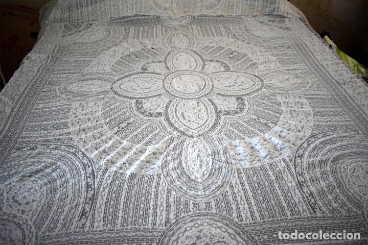 Antigüedades: Colcha antigua encaje valenciennes y alençon modernismo / art decó novia. compatible cama 150 - Foto 11 - 127933551