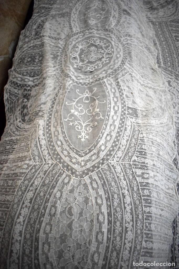 Antigüedades: Colcha antigua encaje valenciennes y alençon modernismo / art decó novia. compatible cama 150 - Foto 15 - 127933551