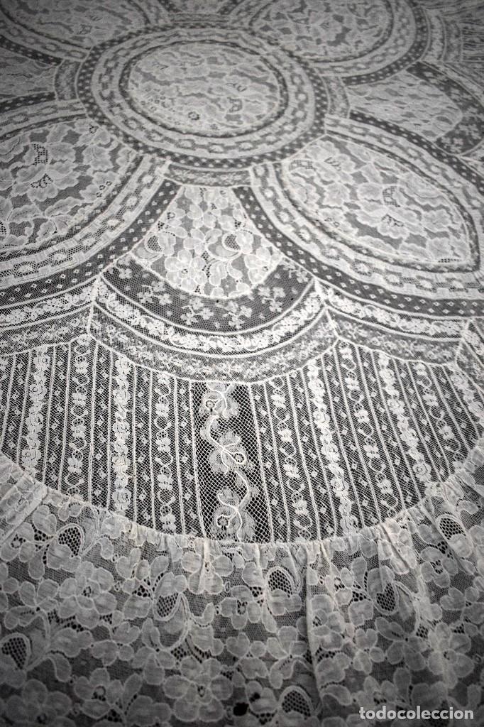 Antigüedades: Colcha antigua encaje valenciennes y alençon modernismo / art decó novia. compatible cama 150 - Foto 19 - 127933551