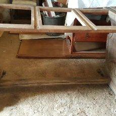 Antigüedades: MESA DE DESPACHO EN MADERA DE NOGAL PARA RESTAURAR.. Lote 127949519