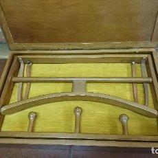 Antigüedades: ANTIGUO PERCHERO DE MADERA CUADRO VINTAGE. Lote 127955359