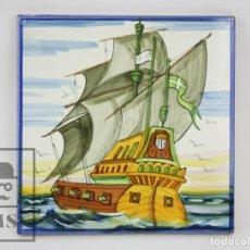 Antigüedades: AZULEJO DECORATIVO DE CERÁMICA VIDRIADA PINTADA A MANO - BARCO VELERO - ONDA PJV, ESPAÑA - #CCB. Lote 128021899
