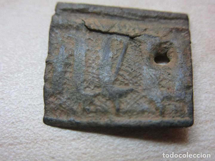 Antigüedades: Pequeño trozo de placa medieval con letras medievales - Foto 2 - 132395079