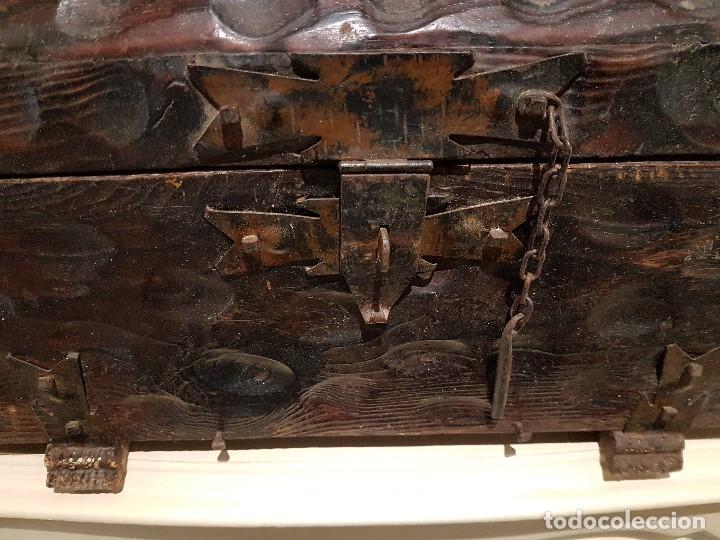 Antigüedades: ANTIGUO COFRE O BAUL CASTELLANO, CON HERRAJES, TAL CUAL SE VE. - Foto 7 - 128029459