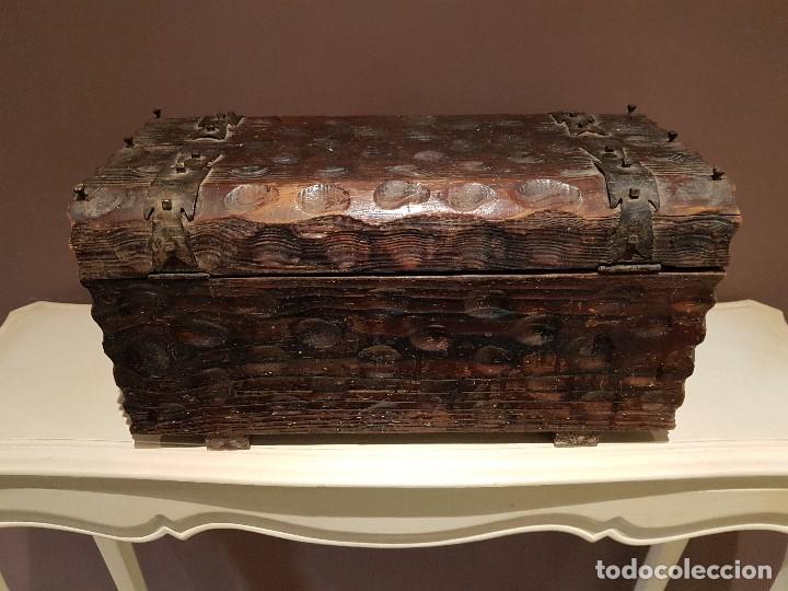 Antigüedades: ANTIGUO COFRE O BAUL CASTELLANO, CON HERRAJES, TAL CUAL SE VE. - Foto 10 - 128029459