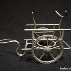 Antigüedades: ANTIGUO CARRO DECORATIVO EN METAL - POSIBLEMENTE PORTA BOTELLINES. Lote 128056643