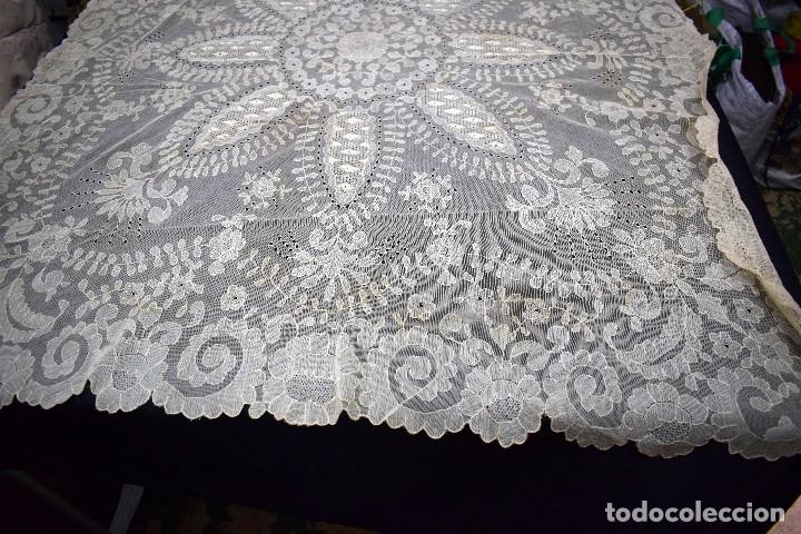 Antigüedades: Espectacular Cuadrante mesa auxiliar o manteleta encaje Granada antiguo manual en tono tostado - Foto 3 - 128061431