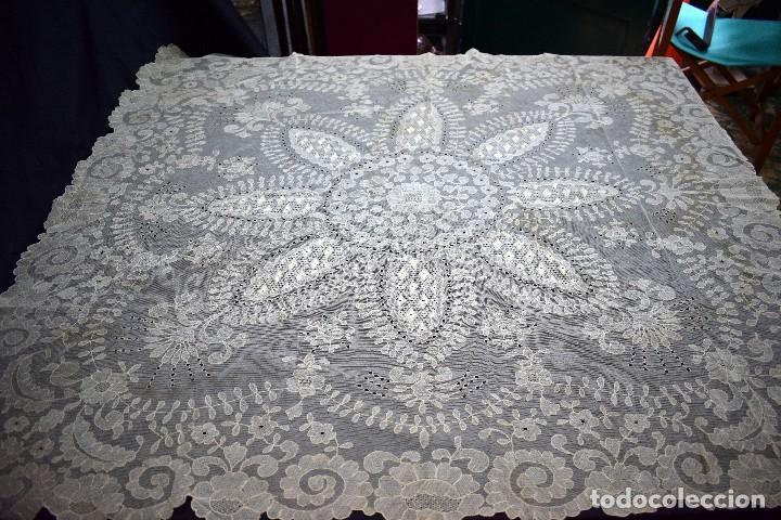 Antigüedades: Espectacular Cuadrante mesa auxiliar o manteleta encaje Granada antiguo manual en tono tostado - Foto 10 - 128061431