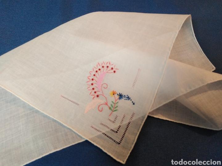 VITAGE PAÑUELO BORDADO A MANO (Antigüedades - Moda - Pañuelos Antiguos)