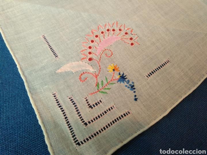 Antigüedades: Vitage pañuelo bordado a mano - Foto 4 - 128078634