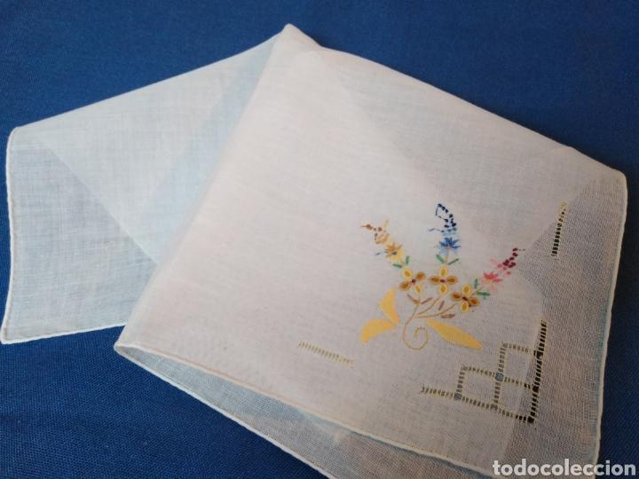 VITAGE PAÑUELO SEÑORA BORDADO A MANO (Antigüedades - Moda - Pañuelos Antiguos)