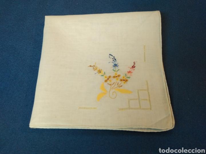 Antigüedades: Vitage pañuelo señora bordado a mano - Foto 2 - 128078983