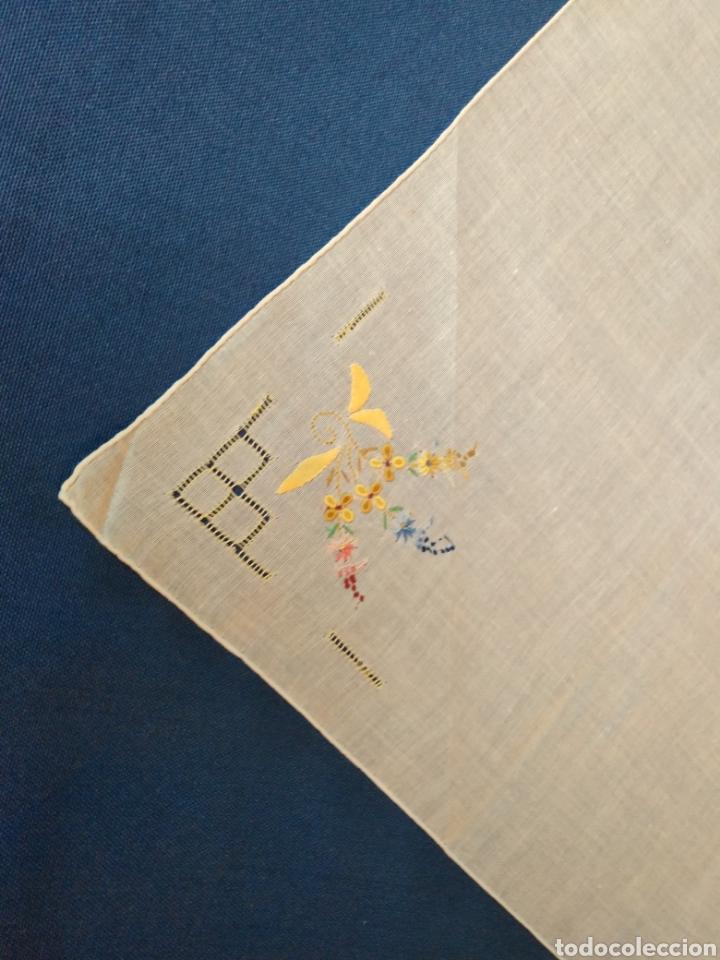 Antigüedades: Vitage pañuelo señora bordado a mano - Foto 3 - 128078983