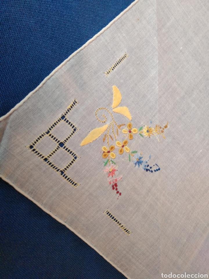 Antigüedades: Vitage pañuelo señora bordado a mano - Foto 4 - 128078983