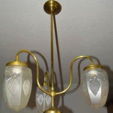 Antigüedades: LAMPARA MODERNISTA. ART NOUVEAU. TULIPA GLOBO ESMERILADO RACIMO DE UVA. ELECTRIFICACIÓN RENOVADA.. Lote 128086079