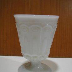 Antigüedades: ANTIGUA COPA DE OPALINA BLANCA. Lote 128095843