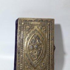 Antigüedades: ANTIGUO MISAL SIGLO XIX, HACIA 1880, TAPAS EN PLATA SOBREDORADA. MEDIDAS 8X12 CM.. Lote 128099519