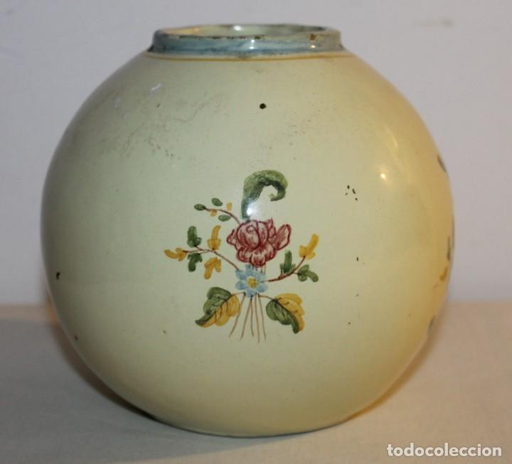 Antigüedades: JARRÓN EN CERÁMICA ESMALTADA A MANO - FIRMADO EN LA BASE ALCORA - PRINCIPIOS DEL SIGLO XX - Foto 2 - 128108919