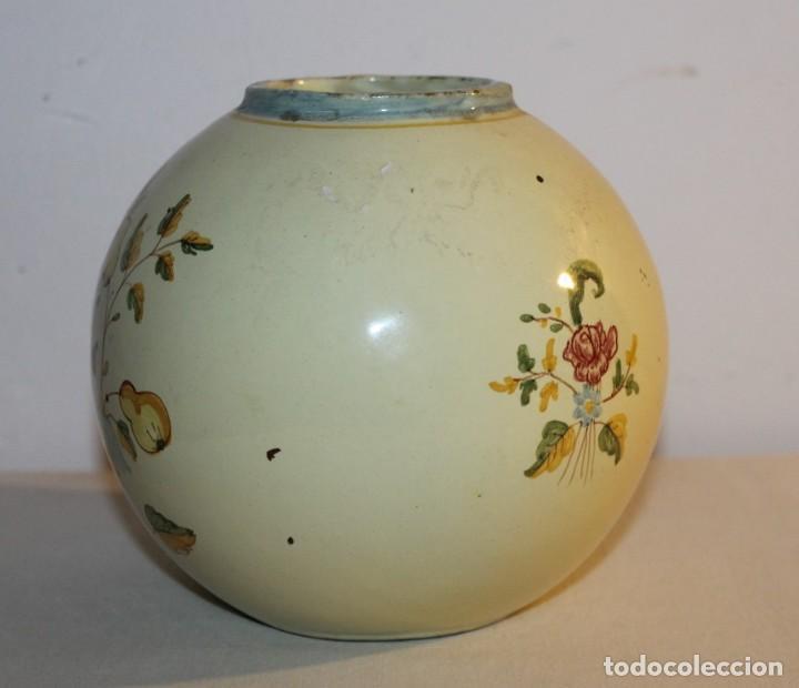 Antigüedades: JARRÓN EN CERÁMICA ESMALTADA A MANO - FIRMADO EN LA BASE ALCORA - PRINCIPIOS DEL SIGLO XX - Foto 3 - 128108919
