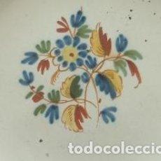 Antigüedades: PLATO. ALCORA. FÁBRICA CONDE DE ARANDA. SIGNADO R. SERIE EL RAMITO. AÑO 1800.. Lote 128136267