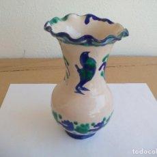 Antigüedades: FLORERO CERÁMICA ARTESANAL GRANADINA. JARRO O JARRÓN DE CERÁMICA FAJALAUZA DE 20,5 CM. Lote 128142371