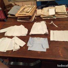 Antigüedades: ANTIGUAS 4 PIEZA / PIEZAS DE ROPA INFANTILES, 3 CAMISETAS, 1 PAÑAL Y ALMOHADON DE BEBE. Lote 128146703